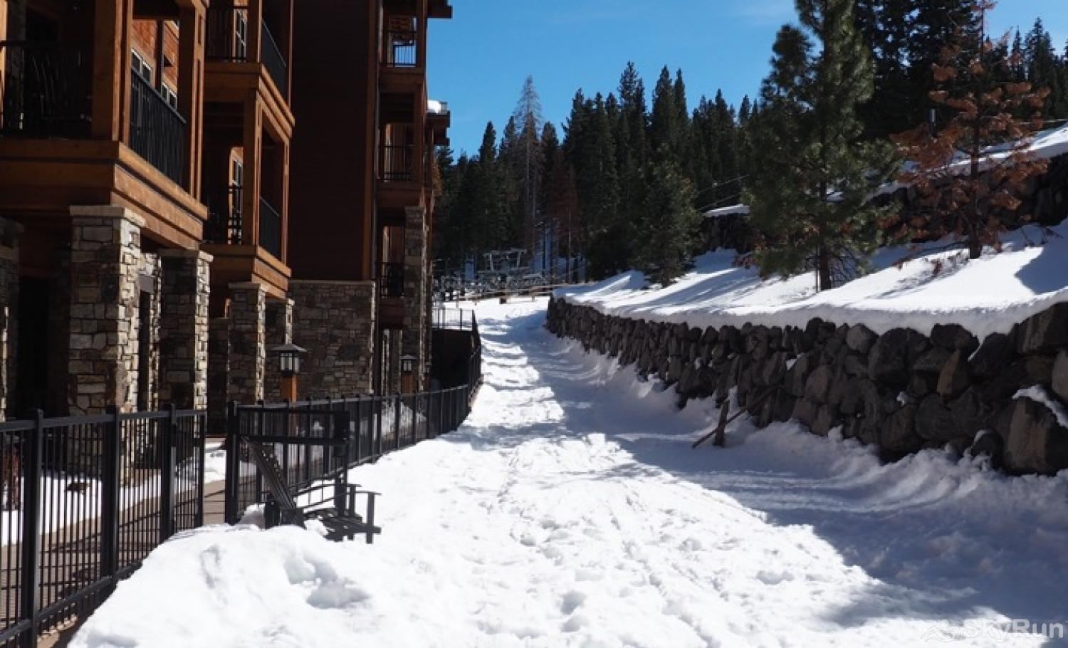 Sierra Range Luxury Condo at Northstar Lodge Ski-in from the Highlands Gondola